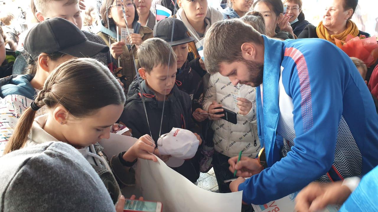 Чемпион Паралимпиады в Токио Кирилл Смирнов из Забайкалья получил в подарок телевизор и три благодарственных письма